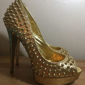 Steve Madden Awwsome spiked heels